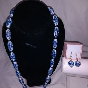 Jewelry - Vintage Chinese glass beaded necklace earrings